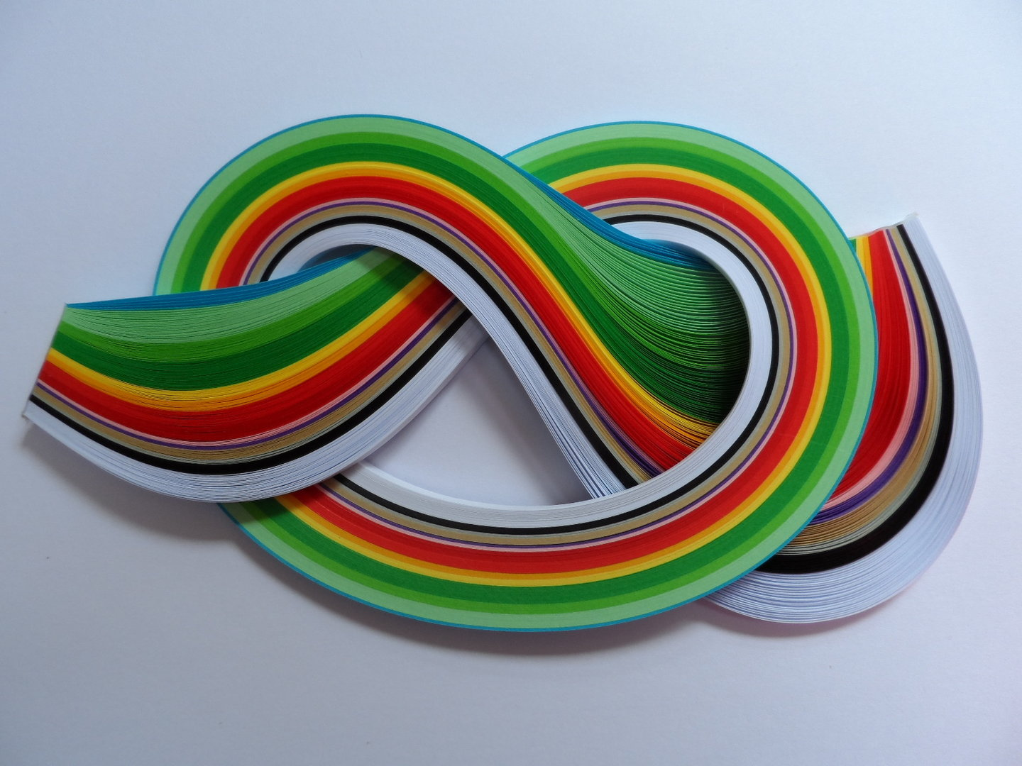 Pack of 175 Strips of 5mm Quilling Papers Christmas Colours